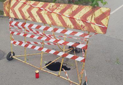 S-a surpat asfaltul în mijlocul unei intersecții din Roșiorii de Vede